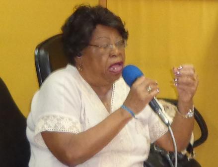 Tia Surica: apoio à oposição