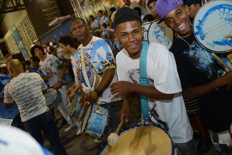 Onze sambas permanecem na disputa da Beija-Flor