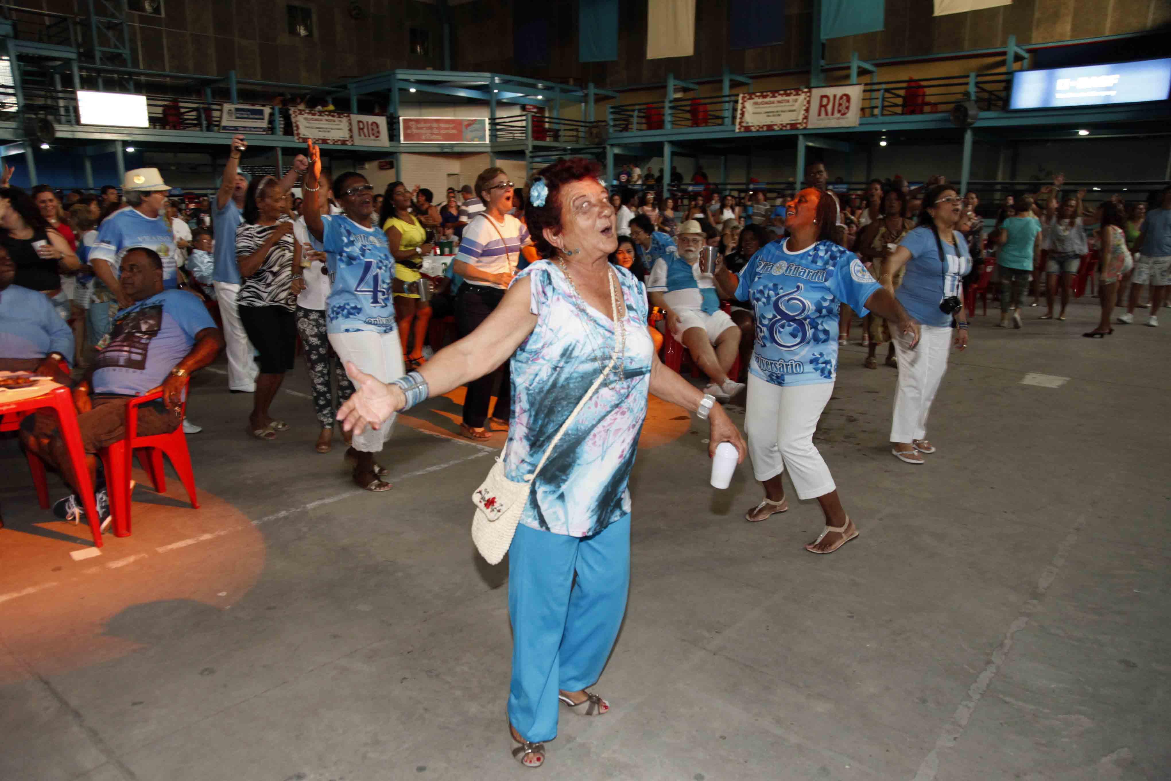Velha Guarda da Vila faz festa no domingo