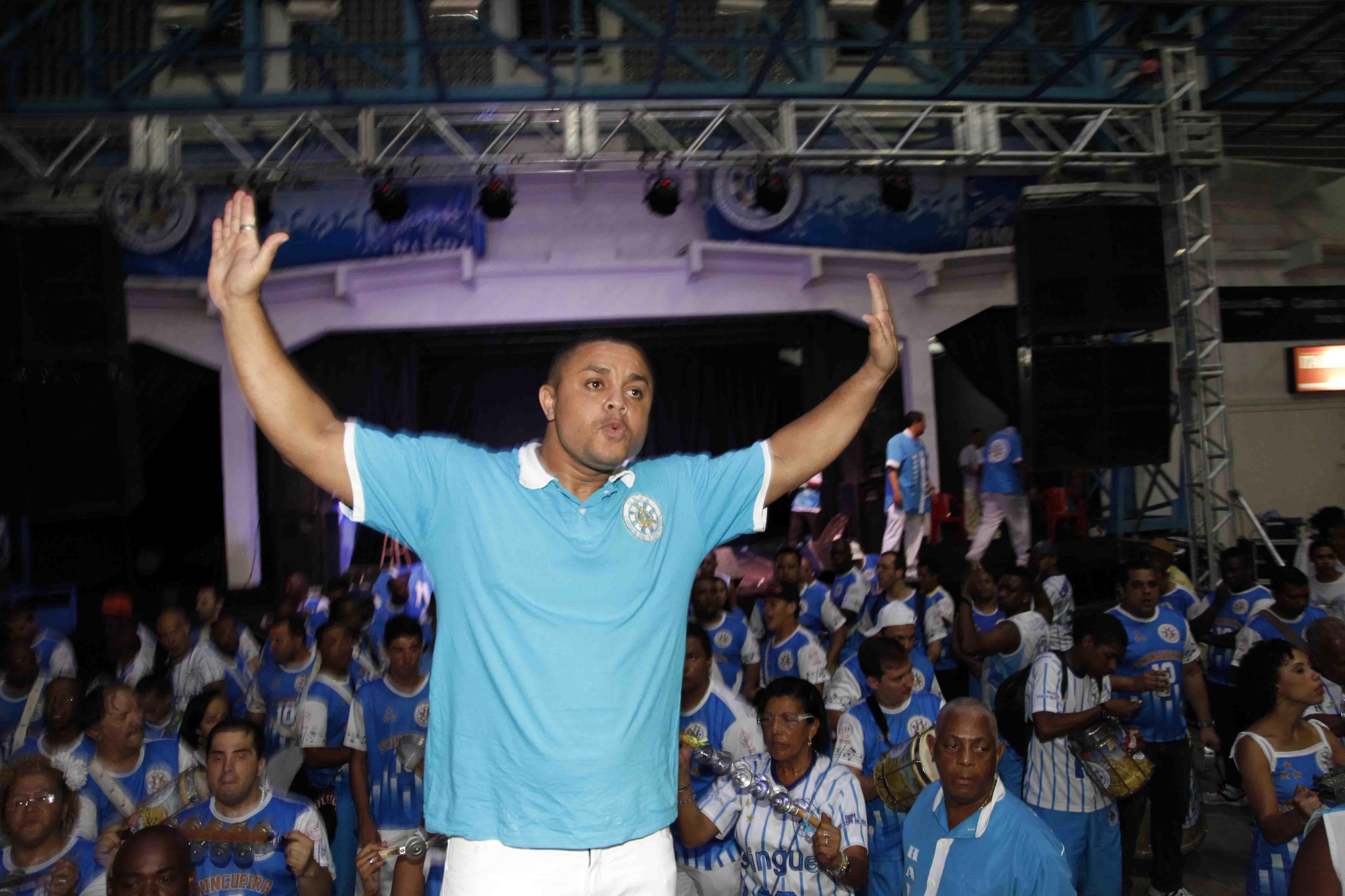 Quatro sambas na final da Vila