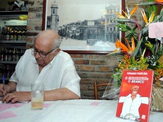 Morre Fernando Pamplona
