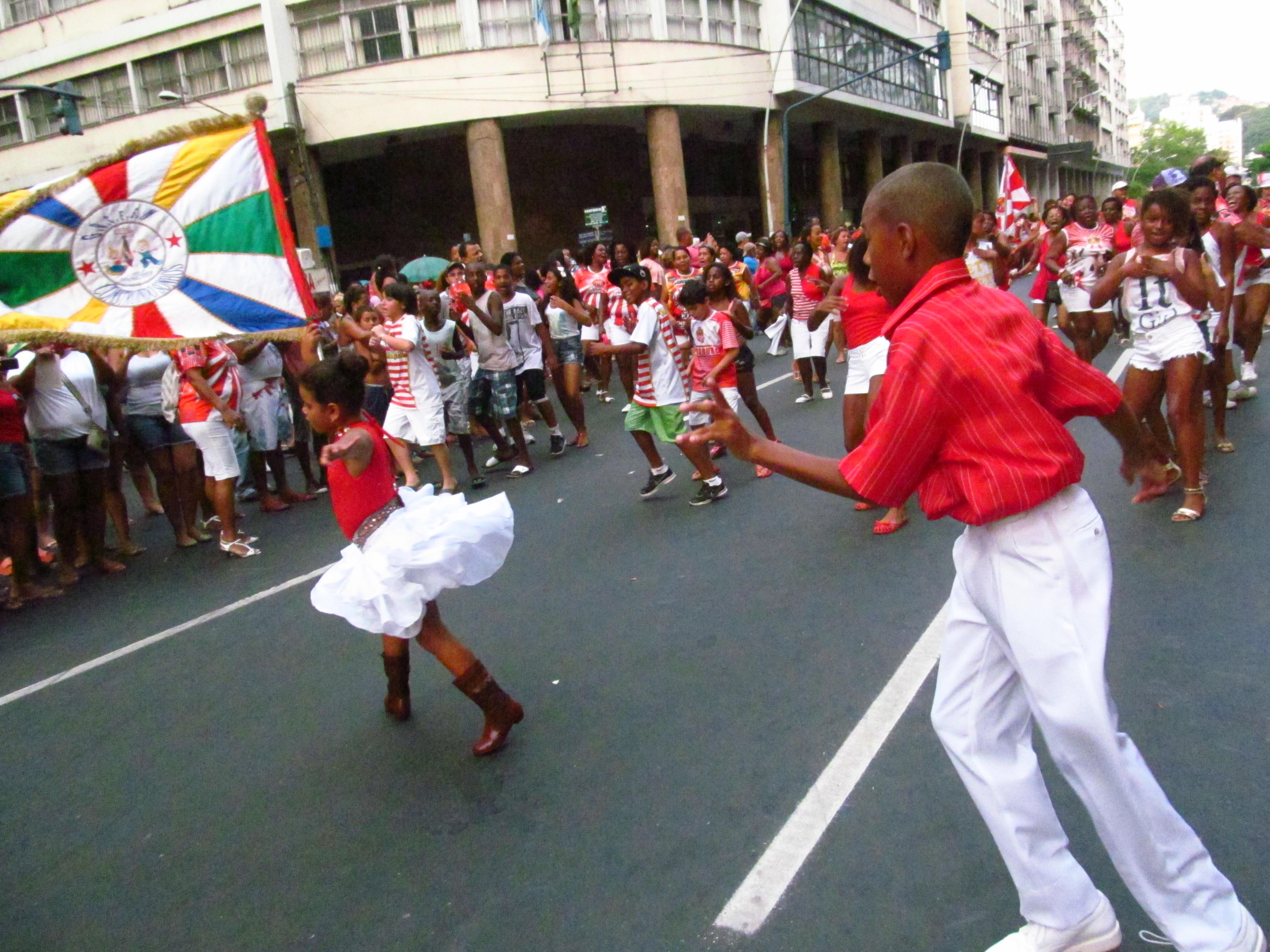 Escola mirim da Viradouro desfilará em Niterói