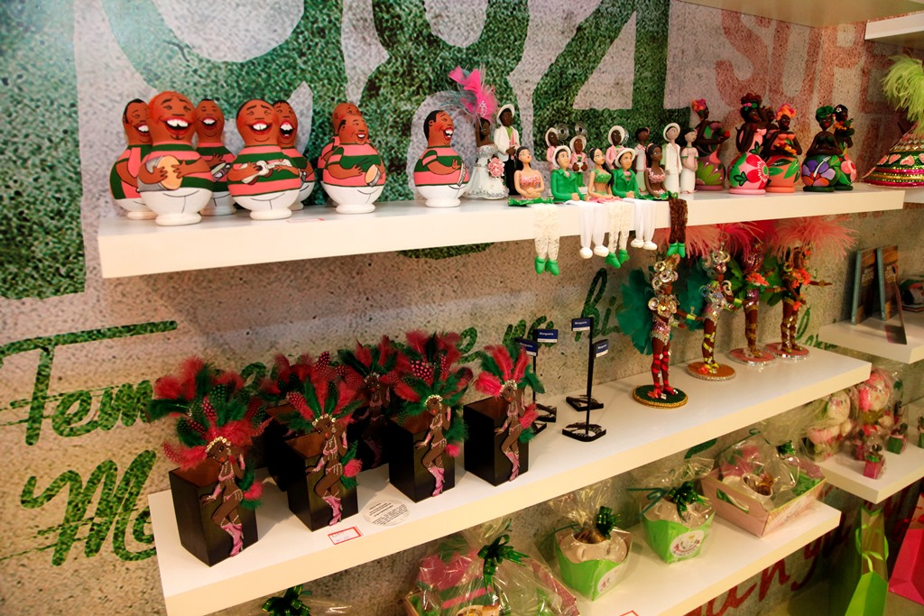 Butique da Mangueira vende presentes para o Dia das Mães
