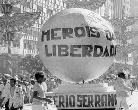 Ouça o programa Os 10 Mais do Império Serrano