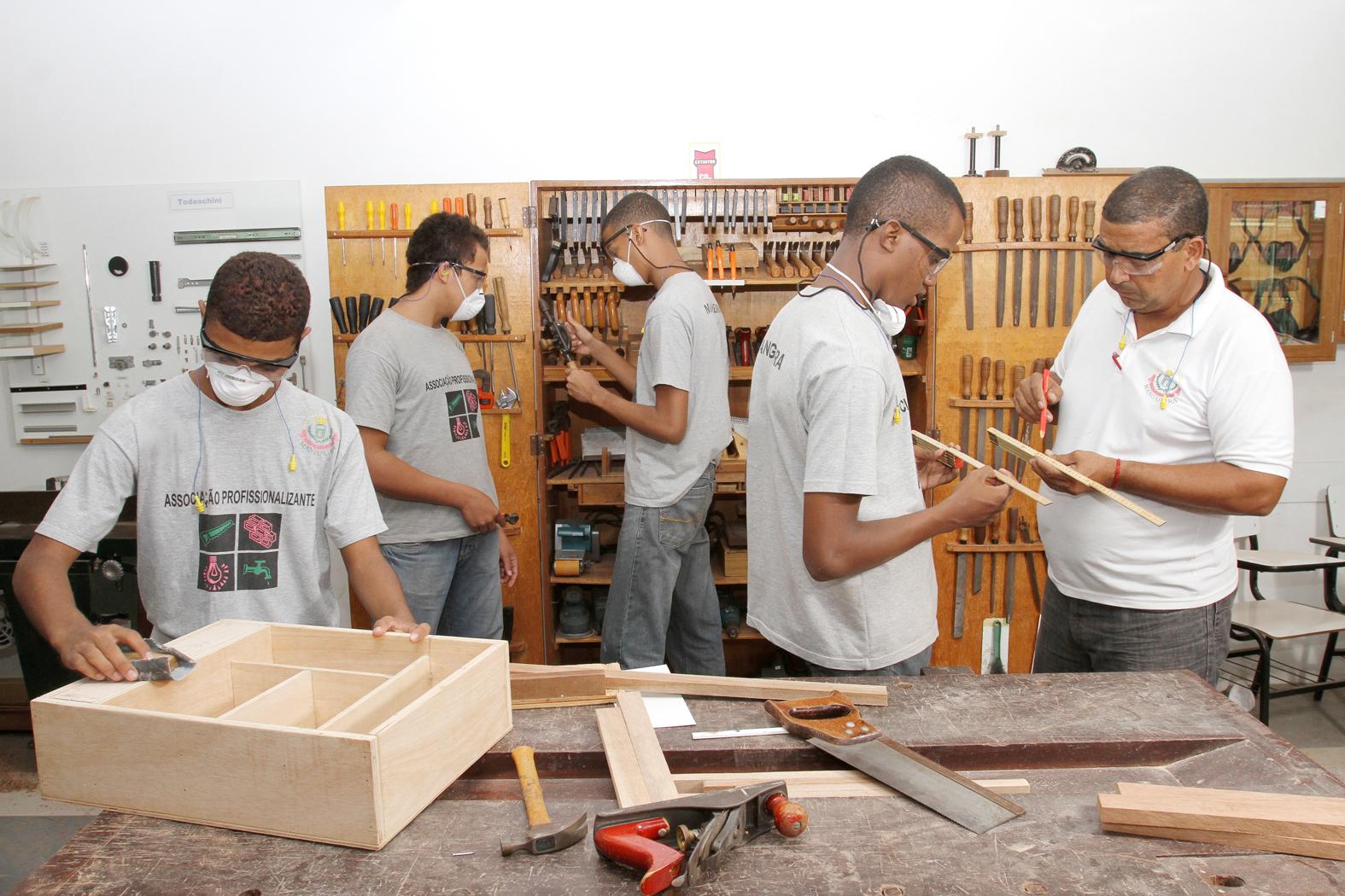 Mangueira oferece 120 vagas em cursos gratuitos