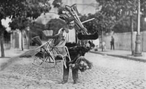 vendedor-de-vassouras