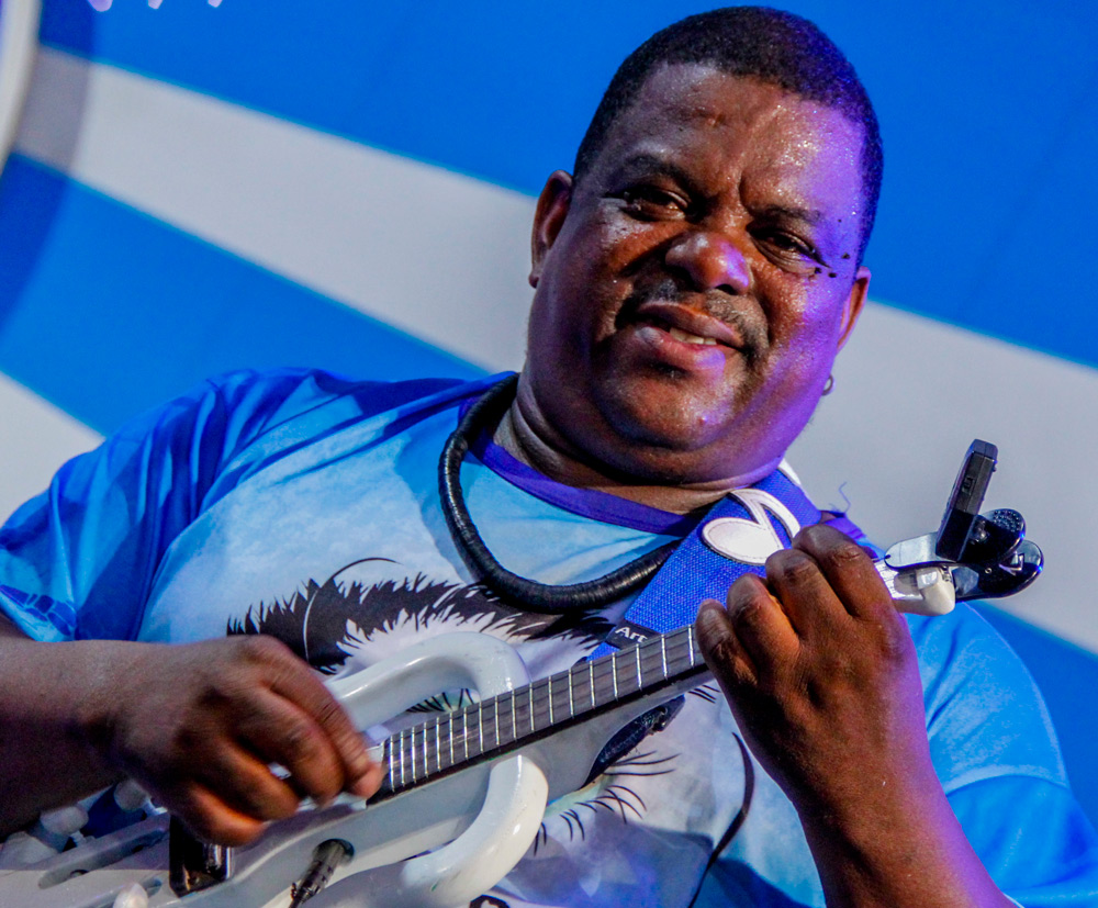 Portela oferece aulas de violão e cavaquinho