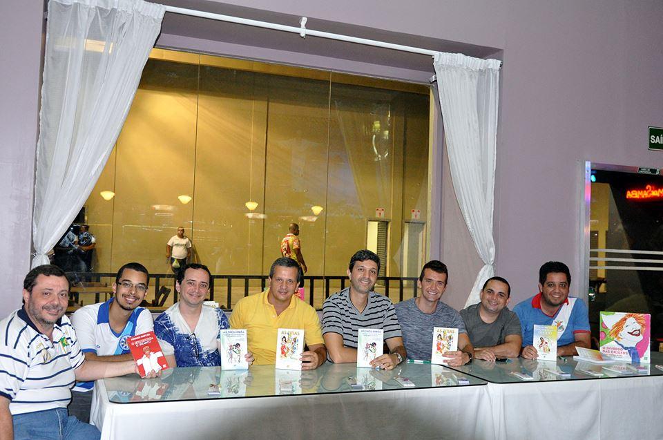 Carnavália terá sessões de autógrafos de livros sobre a folia
