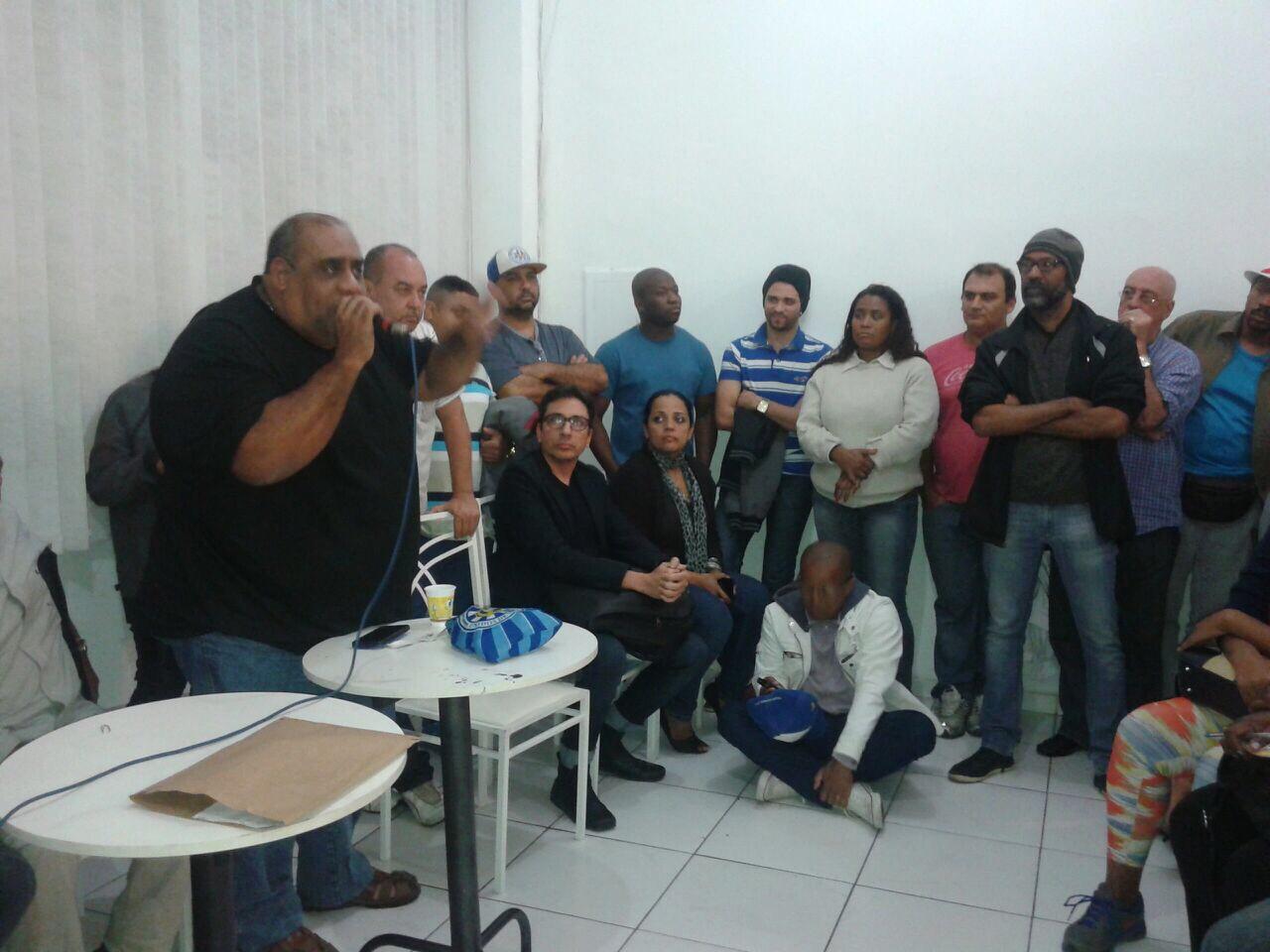 Vila explica para comunidade o fechamento da quadra