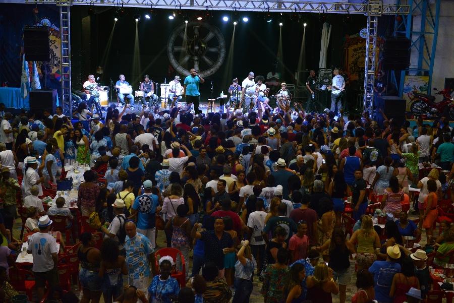 Alcione e sambas concorrentes na Feijoada da Vila