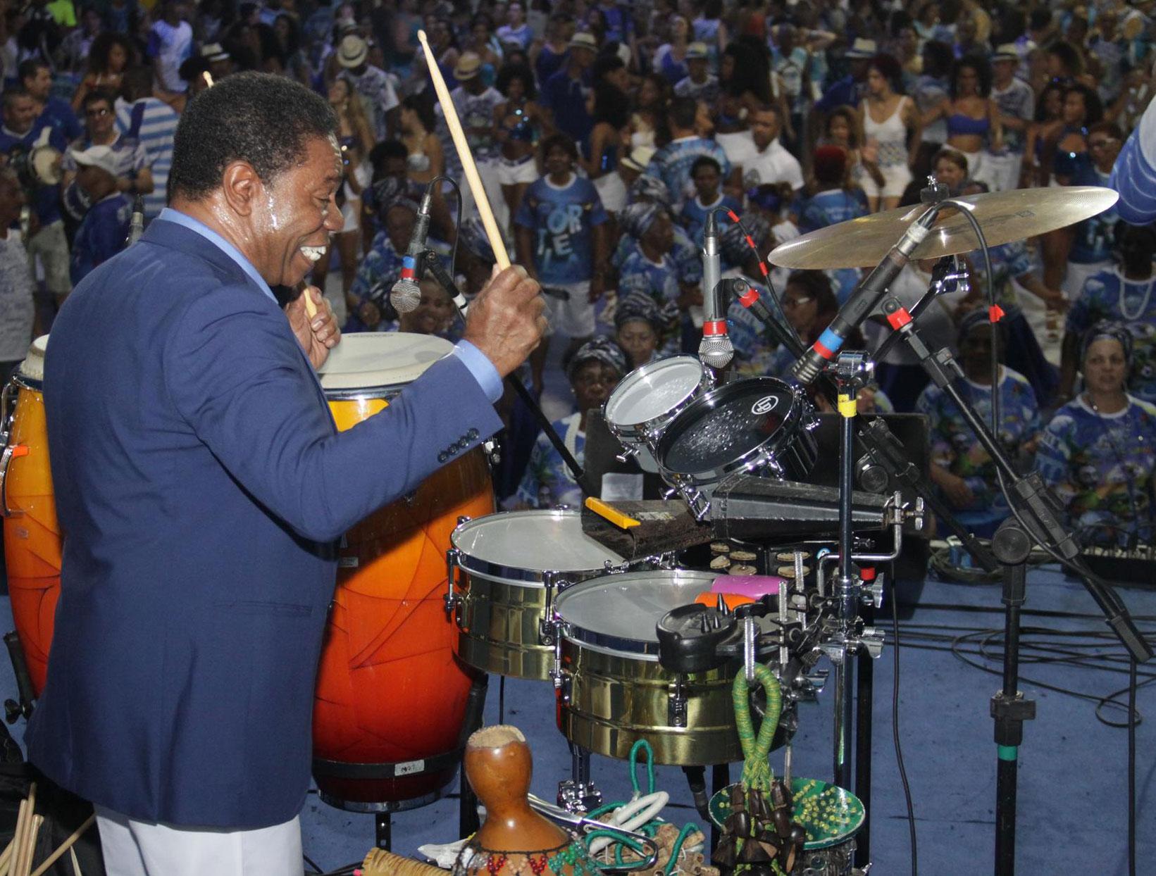 Percussionista Paulinho da Costa visitou a Portela