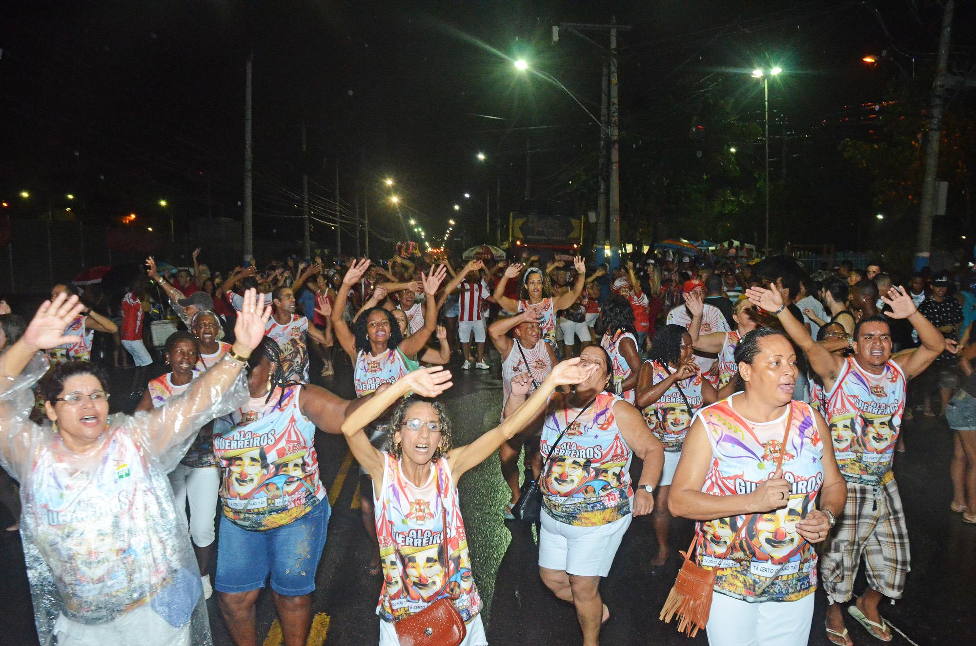 Porto da Pedra faz ensaio de rua no domingo