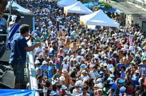 Marquinhos de Oswaldo Cruz cantando na Feira das Yabás com Timoneiros da Viola