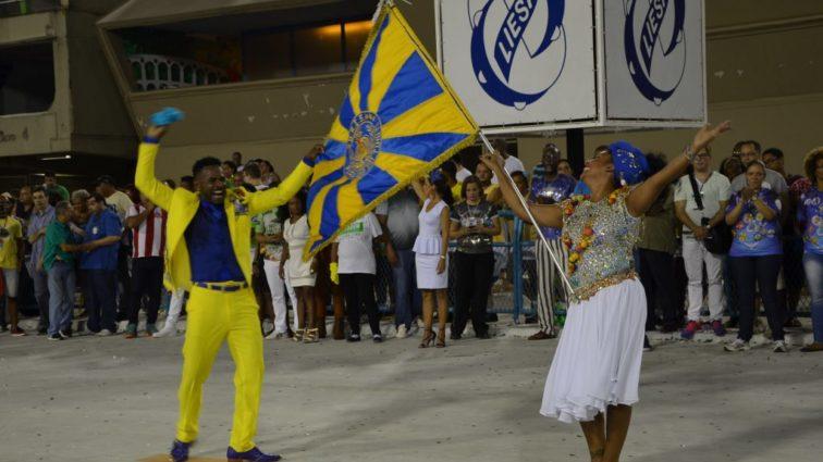 Ouça o samba do Tuiuti em exclusiva versão ao vivo