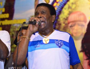 Samba eliminado ganha nova versão na voz de Neguinho da Beija Flor