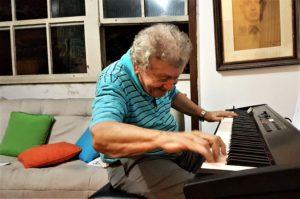 Kelly ao piano 4