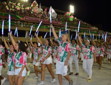 Ouça o samba da Mangueira em exclusiva versão ao vivo