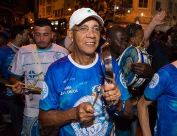 Vila Isabel entrega camisas de ensaio técnico nesta sexta