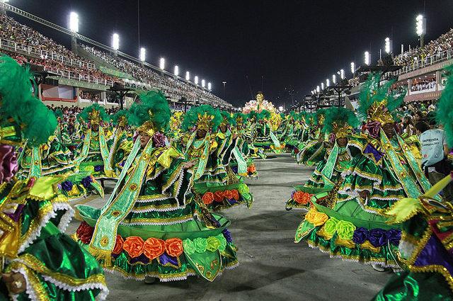 Império Serrano é campeão e amplia a festa em Madureira