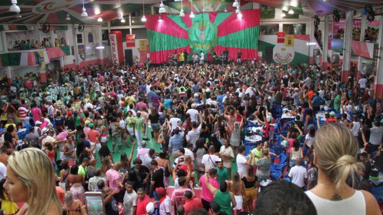 Mangueira anuncia cancelamento da feijoada de julho
