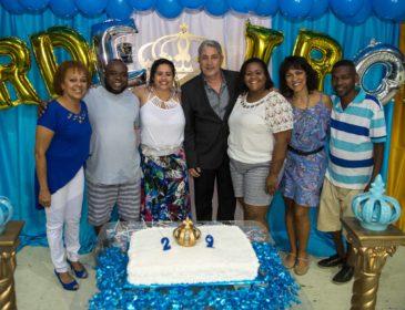 Herdeiros da Vila comemora aniversário e apresenta samba-enredo