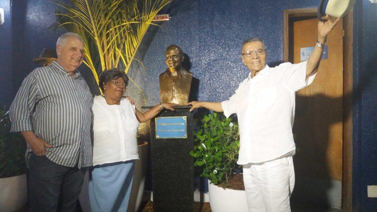 Portela inaugura busto de Falcon na quadra