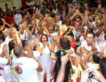 Portela e Mangueira encerram a temporada de escolas convidadas na Estácio de Sá