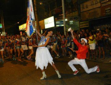União da Ilha faz primeiro ensaio de rua nesta quarta