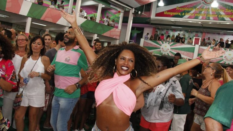 Ensaio na Mangueira terá grandes sucessos da Sapucaí